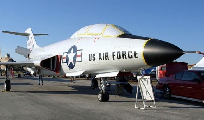 Самолет F-101 VooDoo.