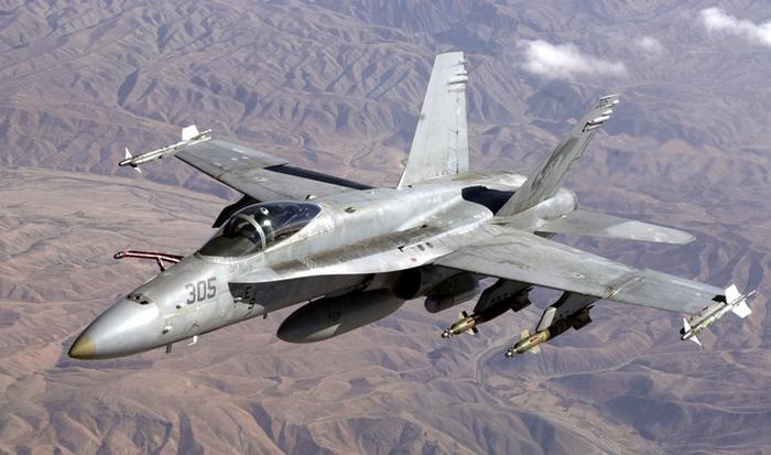 Самолет F-18.