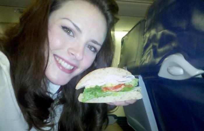 Пилотам запрещено употреблять одинаковую пищу.