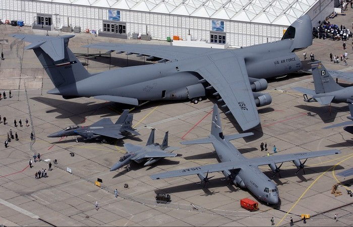Военный самолет - С-5.