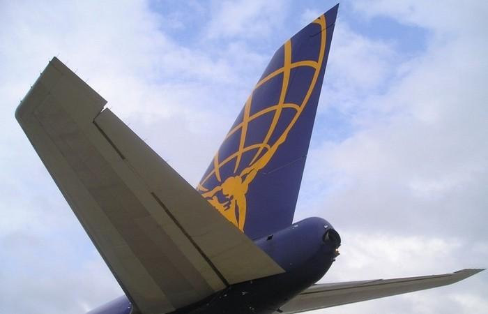 Безопаснее сидеть в хвосте самолета.