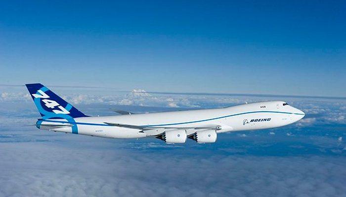 Пассажирский самолет Boeing 747 8.