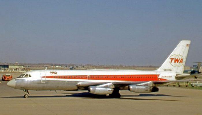 Пассажирский самолет Convair 880.