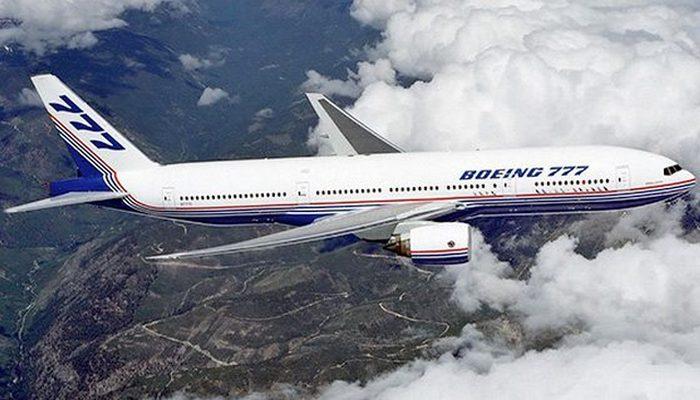 Пассажирский самолет Boeing 777.