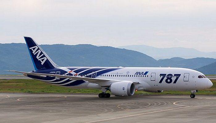 Пассажирский самолет Boeing 787.
