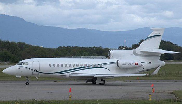 Пассажирский самолет Dassault Falcon 7X.