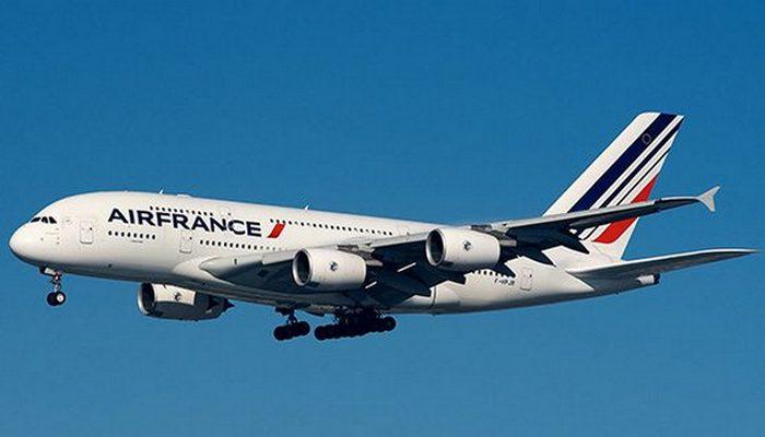 Пассажирский самолет Airbus A380.