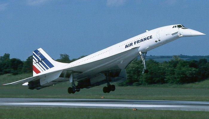 Пассажирский самолет Concorde.