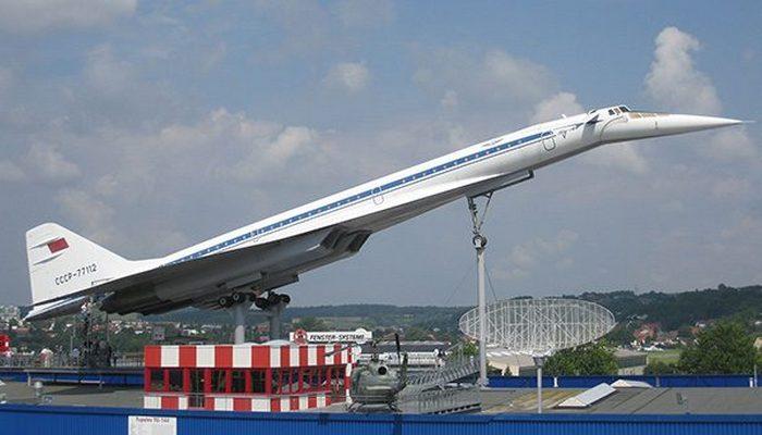 Пассажирский самолет Туполев ТУ 144.