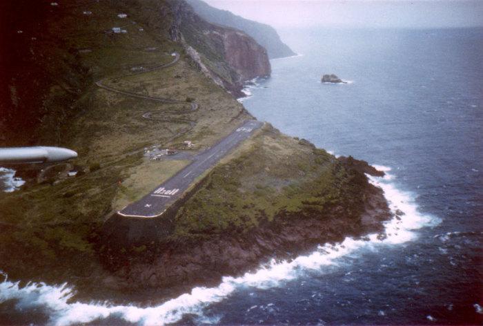 Аэропорт Juancho E. Yrausquin на Карибах.