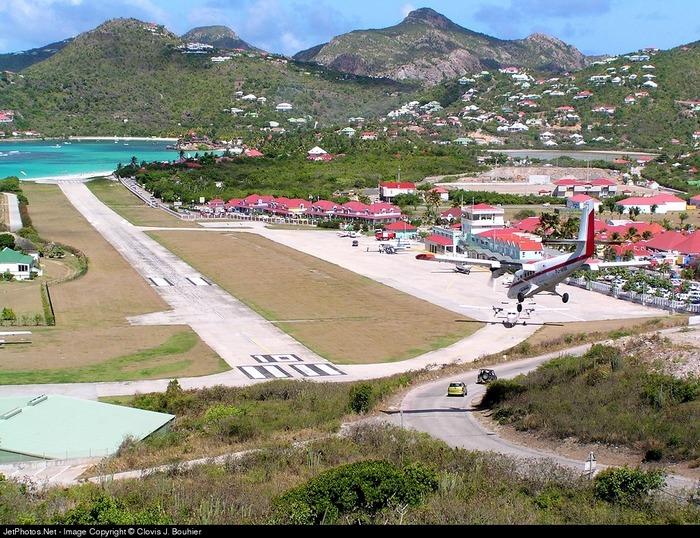 Аэропорт Gustaf III на острове Сен-Бартельми.