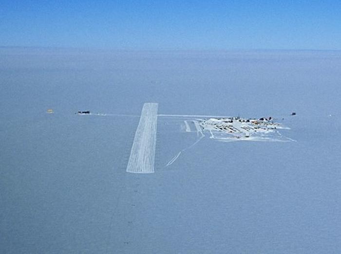 Ice Runway в Антарктиде.
