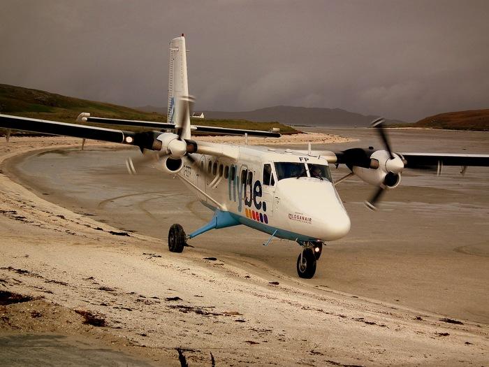 Аэропорт-пляж Barra в Шотландии.