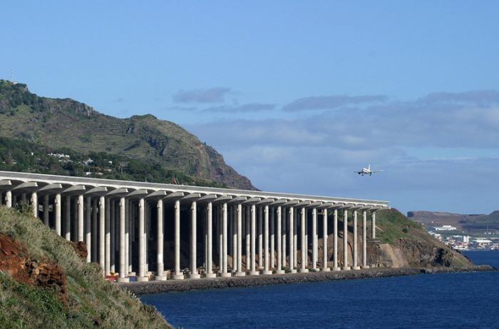 Аэропорт Madeira в Португалии.