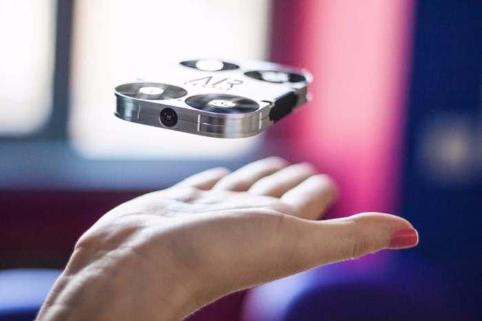 Новый дрон для любителей селфи.