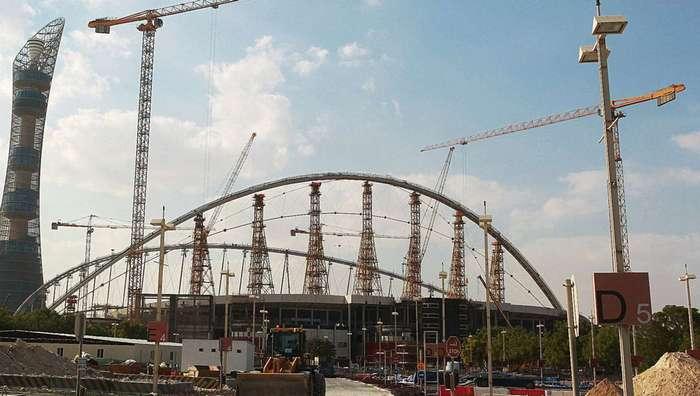 Обратить внимание: смертоносные катарские стадионы.