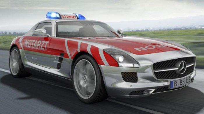 Mercedes-Benz спешит на помощь.