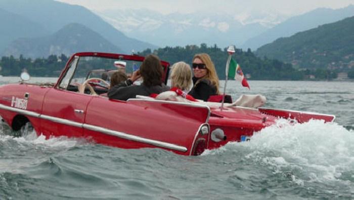 Плавающий автомобиль Amphicar.