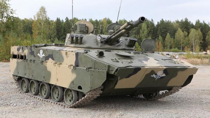 Большое количество десантной бронетехники. |Фото: politryk.ru.