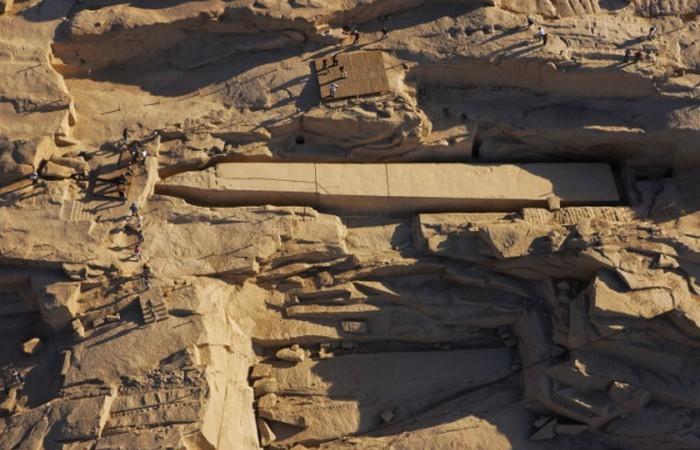 Незаконченный обелиск в Египте.