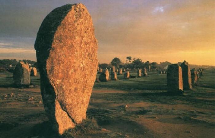Карнакские камни в Франции.