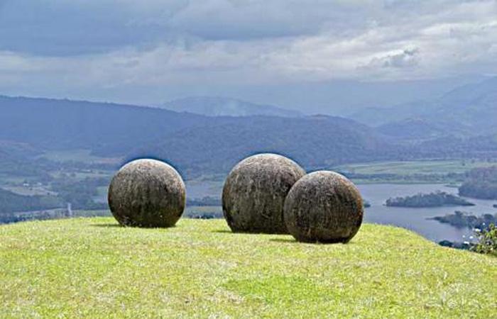 Гигантские каменные шары в Коста-Рике.
