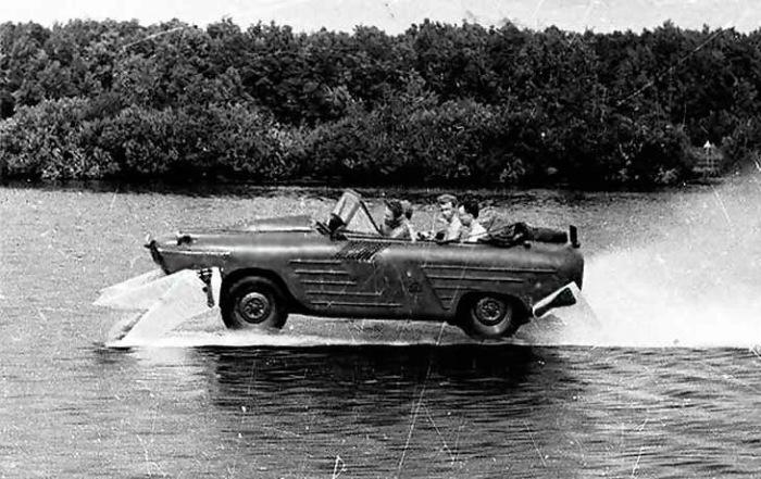Машина с подводными крыльями.