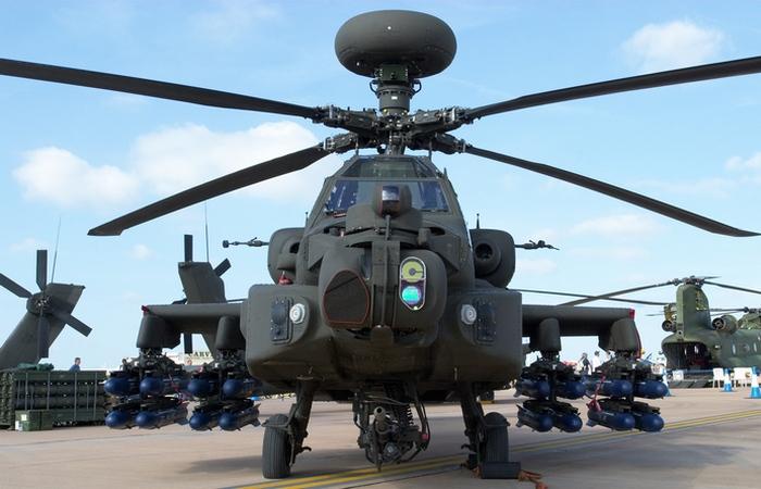Apache AH-64  оснащенный ракетным вооружением.