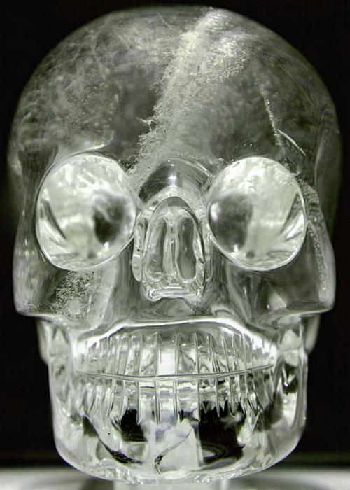 Эжен Бобан и хрустальные черепа.