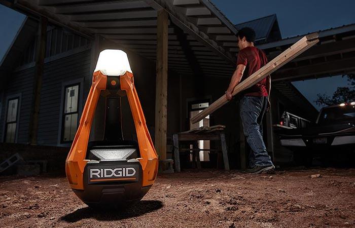 Мобильный светильник для дома, гаража и пикников