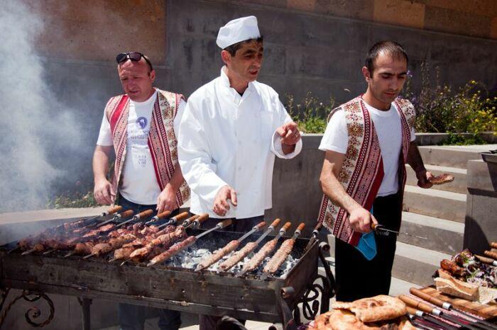Армянский шашлык готовится быстрее других. |Фото: Pinterest.