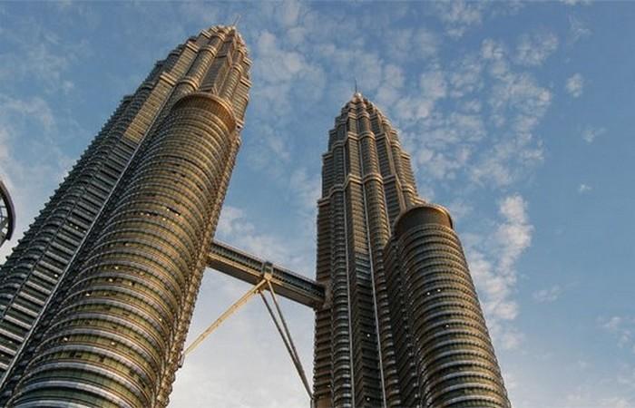 Петронас Тауэрс - самые высокие в мире башни-близнецы.