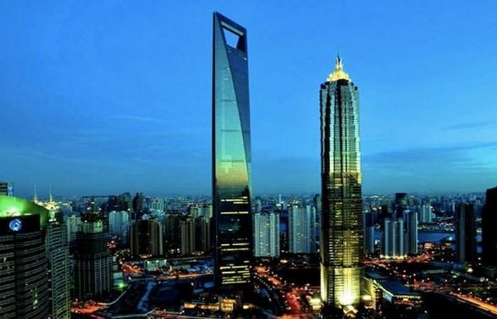 Шанхайский всемирный финансовый центр.
