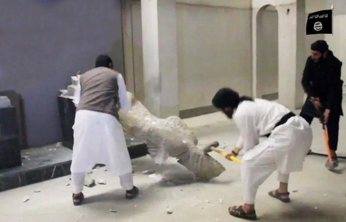 ИГИЛ практикует уничтожение предметов старины.