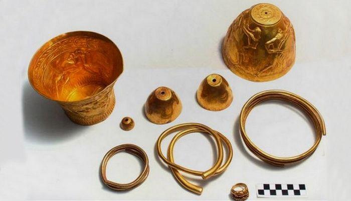 Древний артефакт: скифские курганы.