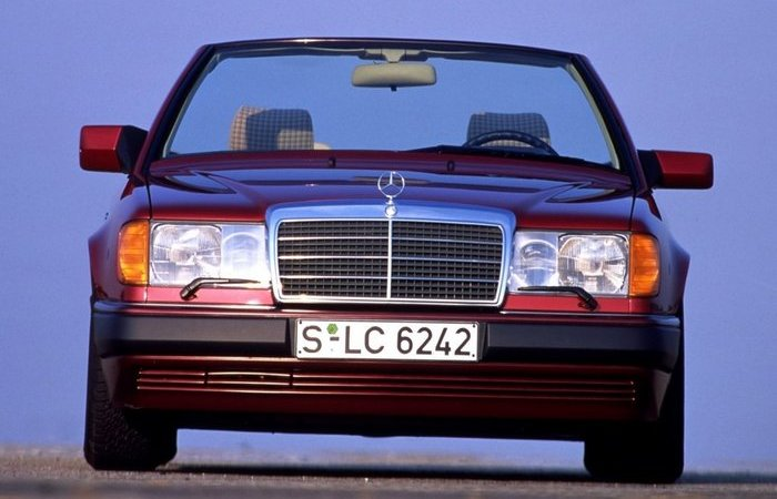 Почему в 90-е годы правое зеркало автомобилей делали короче левого