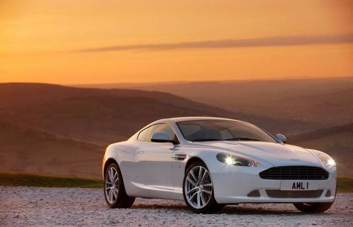 Автомобиль Aston Martin DB9.