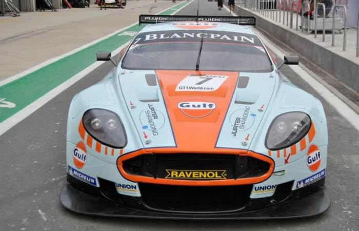 Автомобиль Aston Martin DBR9.
