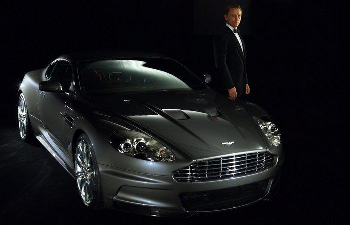 Легендарный Aston Martin DB9.