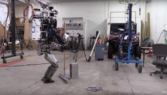 Работать робот может только с подключением к сети.