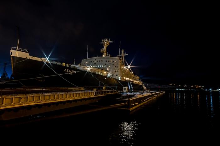 Ледокол Ленин в порту.