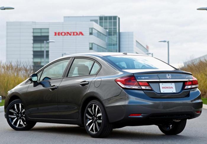 Автомобиль Honda Civic.
