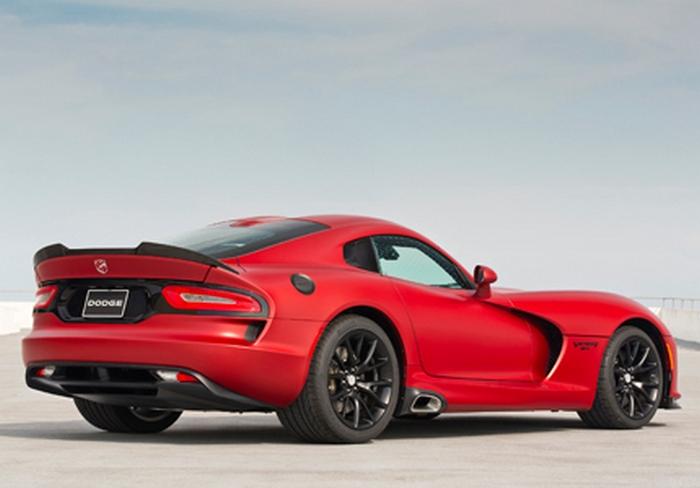 Автомобиль Dodge Viper.