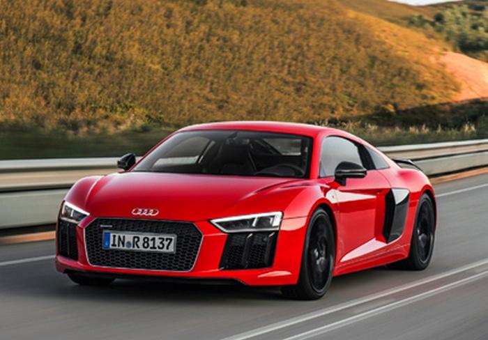 Автомобиль Audi R8 V10 plus Coupe.