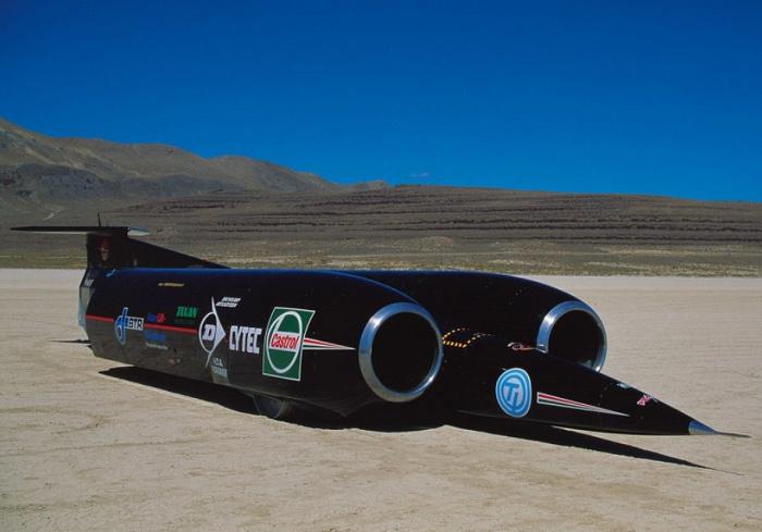 Thrust SSC рекордсмен скорости.