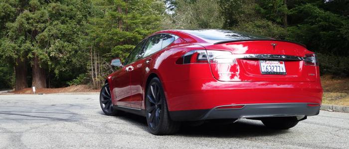 Tesla Model S P90D.