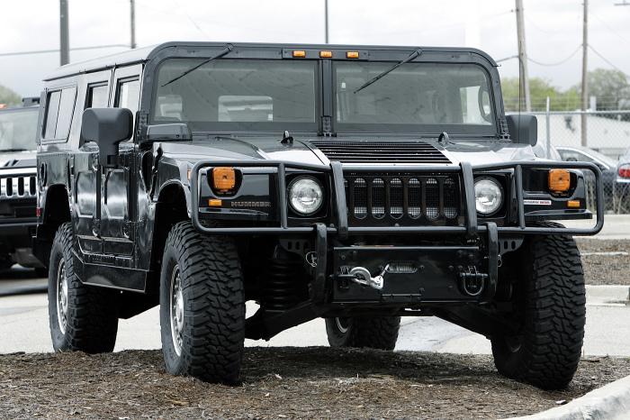Hummer H1.