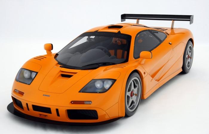 Автомобиль McLaren F1.