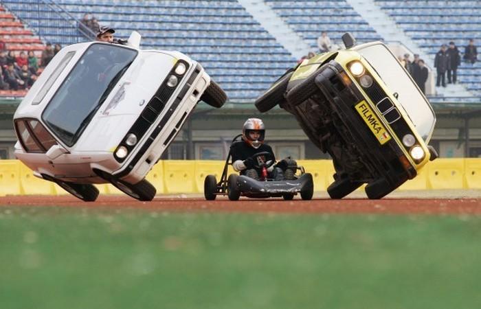 Сумасшедшие автомобильные трюки.