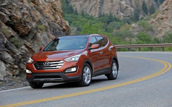 Машина Hyundai Santa Fe для загородных поездок.